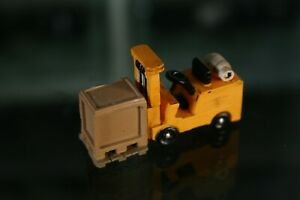 HO SCALE Yellow Forklift With Crate Load
