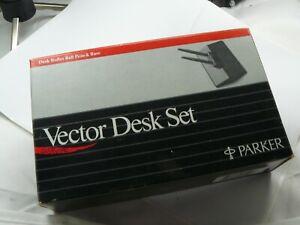 PARKER VECTOR DESK PEN SET IN WHITE BRAND NEW IN BOX FROM 1985