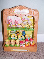 Vintage ~ Strawberry Shortcake ~ 16  PVC Figures and Display Case