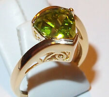 AA Peridot 2.50ct twist solitaire in yellow gold overlay Sterling Silver, Size N