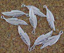 Lot de 8 breloques  plume en métal argenté,  perles, fimo-bc132
