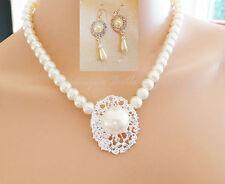 Markenlose Modeschmuckstücke mit Perle