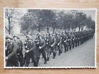 Postkarte Original Feldpost Soldaten im Marsch Zweite Weltkrieg