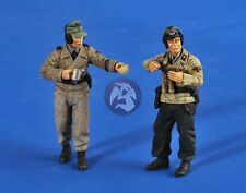 Verlinden 1/35 German Waffen-SS Tankers eating Lunch WWII (2 Figures) 2555