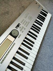 Korg Triton LE Keyboard / Used / Good Condition / 61 Keys