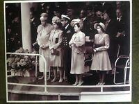 Lg Photo Picture Queen Elizabeth II /& Princess Margaret School at Windsor WW2