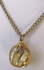 Ancien Bijou Vintage pendentif chaîne rétro couleur or cage perles blanches 431