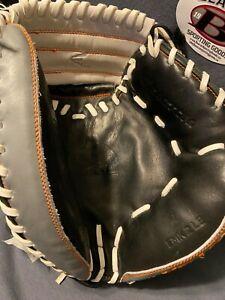 Easton Mako Limited Edition EMK2LE Baseball Catchers Mitt 33.50 inch RHT NWT