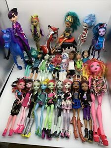 Monster High Doll Bundle Lot of 24 Dolls and Accessories Good Condition #H1/10