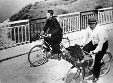 Foto scena DON CAMILLO E PEPPONE in bicicletta 20x25