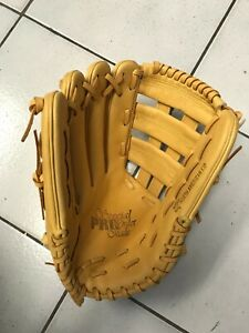 "Outfield Standard Glove 12.25""- Left Hand Thrower"