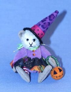"""DEB CANHAM'S """"TABITHA"""" MINIATURE MOUSE IN WITCHES OUTFIT -2 3/4"""" HALLOWEEN"""