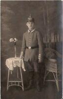 Foto AK Feldpost Soldat mit Pickelhaube - 1910er
