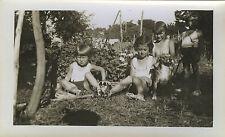 PHOTO ANCIENNE - VINTAGE SNAPSHOT - ENFANT JARDIN CHIEN MODE - CHILD DOG GARDEN