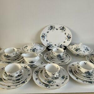 Rare Vintage Royal Grafton Jacobean Violets fine bone China 33 piece Dinner Set