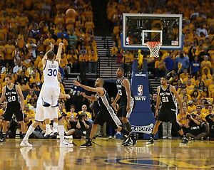 Stephen Curry Unsigned 8x10 Golden State Warriors (23)