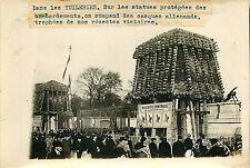 PHOTO PRESSE Branger 180715 - Guerre TUILERIES PARIS statue casque allemand