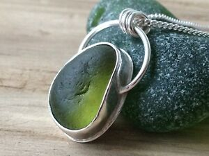 Beautiful Lime Green SEAHAM Sea Glass Bezel Set Sterling Silver Necklace