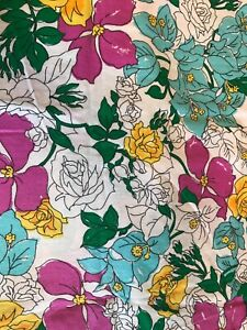 """Vintage Bright White 50's-60's  Floral Cotton Quilting Fabric 44"""" x 18"""" 2252"""