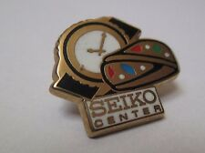 Pin's montre horlogerie / Seiko Center (signé Arthus Bertrand)