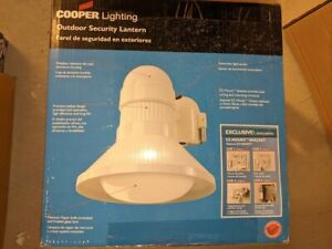 Cooper RC100MVW White Bayside 100 W Mercury Vapor Outdoor Security Lantern