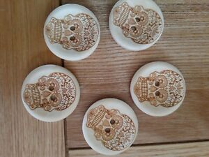5 High Quality Skull 💀 engraved Wooden Buttons