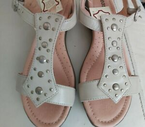 Ladies Lovely Beige Studded Leather Comfort Sandals Size 7EEE Easy Step Nwt
