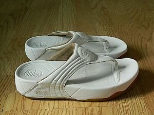 FitFlop Ladies Leather Fitness Flip Flop Sandals White Size 3 / 36