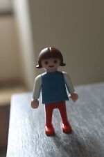 PLAYMOBIL - personnage - ENFANT fillette chatain pantalon rouge pull bleu