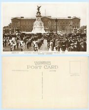 Victoria Memorial Buckingham Palace London England UK RPPC Real Photo Postcard