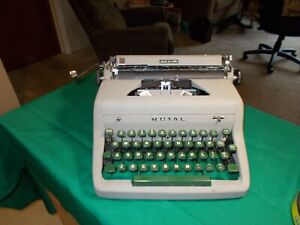 VGT ROYAL QUIET DELUXE PORTABLE TYPEWRITER EARNEST HEMINGWAY CHOICE
