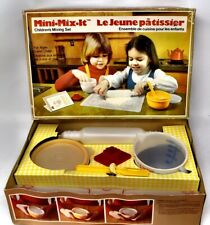 Vintage 1979 Tupperware Toys Mini Mix It Childrens Mixing Set.  Ages 3+