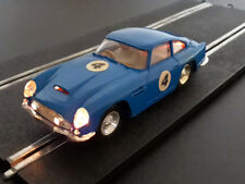 Scalextric France C68/E3 Aston Martin DBGT bleue, avec lumières
