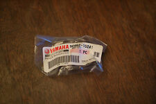 YAMAHA YZ WR 400 426 450 1998-2005 CRANKCASE WIRE CLAMP GUIDE HOLDER 90462-10241
