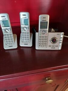 Vtech Connect To Cell 3 Cordless Phones With Answering System Model DS6722-3 BS
