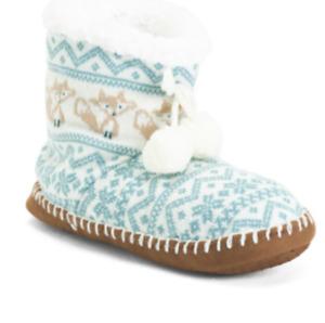 NEW Womens Muk Luks Pom Pom Bootie Slippers Shoes, size L/XL (8-10)