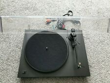 PRO-JECT DEBUT  TURNTABLE.  LOVELY CONDITION