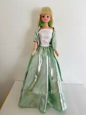 Unbranded dolls comes in green dress. New with packaging. Comes with stand.