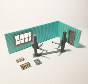 """Diorama Garage Kit """"L"""" 3 x posters, 1 x Car Lifter S, Scale 1:43 Unpainted NEW"""