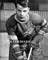 1946 NHL 18 Year Old Rookie Gordie Howe Detroit Red Wings 8 X 10 Photo Picture