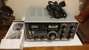 Yaesu FT-101 High-Performance HF Transceiver with microphone