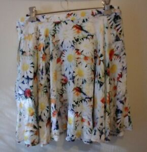 brand new with tags MINK PINK white and daisy skirt size M Viscose