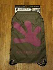 GECKOBRAND WATERPROOF DRAWSTRING BACKPACK (NEW)