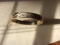 Estate yellow gold tone metal etched engraved bangle bracelet 30.7 grams