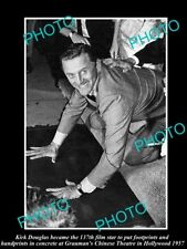 OLD LARGE HISTORIC PHOTO OF KIRK DOUGLAS BEING HONORED AT GRAUMANS THEATER 1957