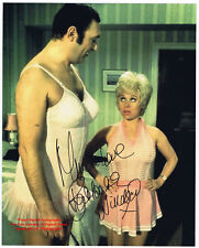 BARBARA WINDSOR ACTRESS   CARRY ON FILMS   GENUINE HAND SIGNED B/W PHOTO  10 x 8