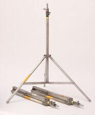 3 Matthews sooper dooper light stand med. 9' Operable.