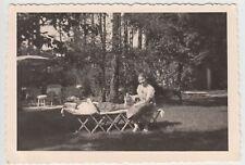 (F16049) Orig. Foto Paar mit Hund im Garten, Liegestuhl 1938