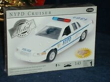 TESTORS NYPD POLICE CRUISER COP CAR ASSEMBLY MODEL KIT 1/43 SEALED BOX SKILL 2