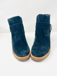 UGG 7.5 Black Suede Leather Rubber Sole Boots 1-436-8721